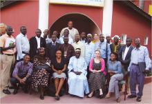 Uma fotografia do grupo dos participantes no Seminário de Avaliação de Preparação das ER em Gâmbia