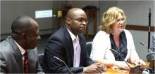 Lançamento do Projecto GEF em Cabo Verde: o Sr. Mahama Kappiah, Director Executivo (DE) do ECREEE, Dr. Humberto Brito, Ministro de Turismo, Indústria e Energia de Cabo Verde, e a Sra. Petra Lantz, Coordenadora Residente da ONU
